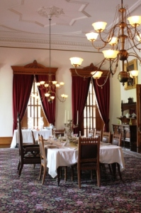 A_Honolulu_Ionani_Palace_dining_room_1