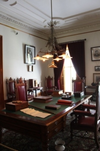 A_Honolulu_Ionani_Palace_library_1