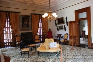A_Honolulu_Ionani_Palace_music_room_1