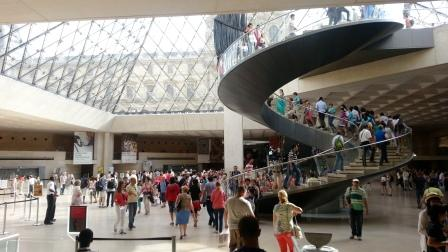 web_Louvre_closing_time_1