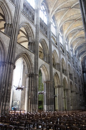 web_Rouen_Notre_Dame_Catheral_stone_arches_2